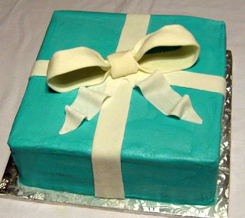 Tiffany Co Box Cake with Bow On Saturday we made an almond flavored