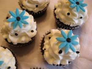 Black and White Cupcakes with Blue Daisies!