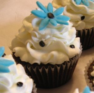 Blue Daisy Cupcakes black and white